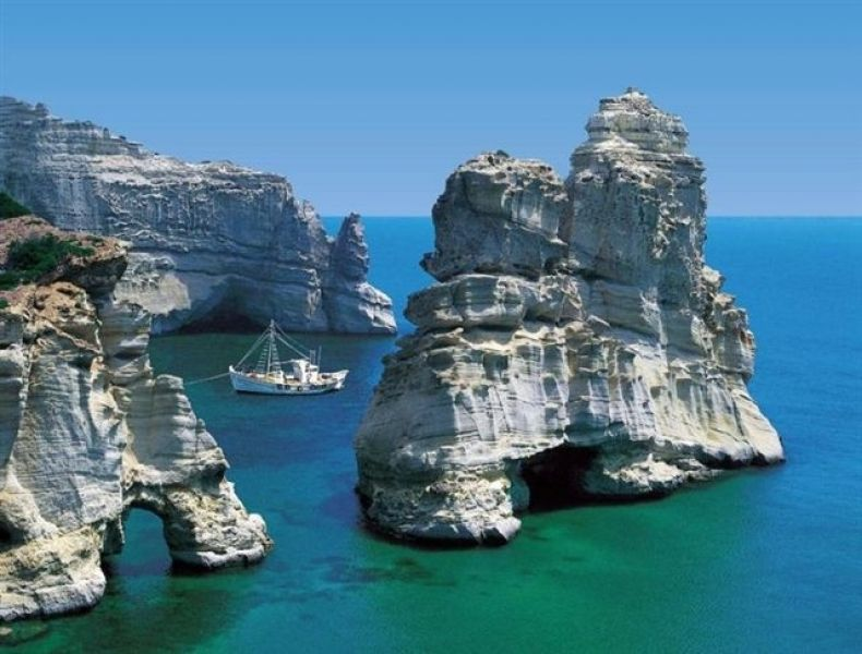 Greece Cyclades island of Milos rent studio apartment villa